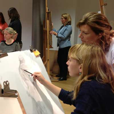 Colleen Barry teaching life drawing