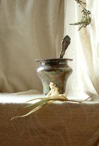 silver vase photo 2
